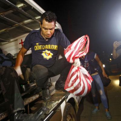 Polisen på ön Jolo i södra Filippinerna hittade ett halshugget huvud som tros ha tillhört den mördade kanadensaren Robert Hall