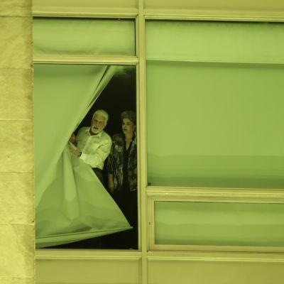 Dilma Rousseff väntar på besked.