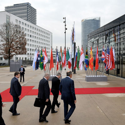 Rysslands utrikesminister Sergej Lavrov anländer till G20-mötet i Bonn.