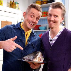 Paul och Jonathan tar sig an skräpfisk.