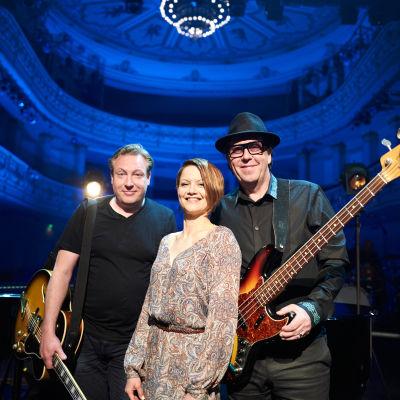Hans on The Bass avslutar andra säsongen av Nästan unplugged.