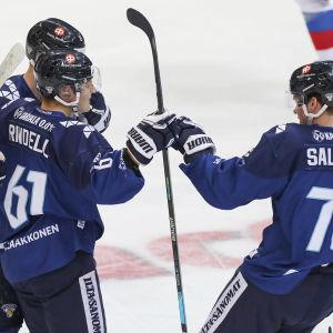 Suomi juhlii Axel Rindellin maalia.