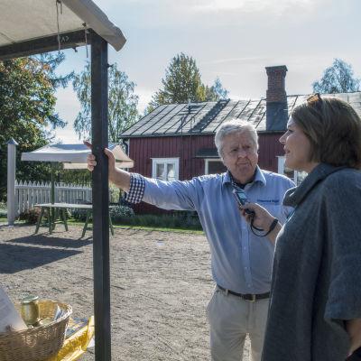 Sven-Olof Ohlsson på Rosenlunds skördemarknad