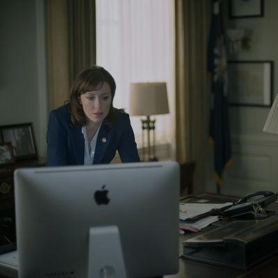 Molly Parker i säsong två av House of cards.