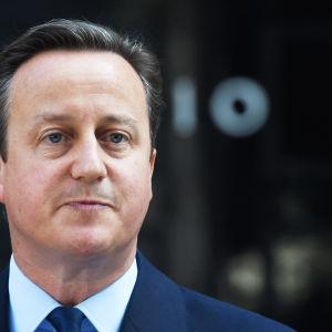 Den förre brittiska premiärministern David cameron får hård kritik för den militära interventionen i Libyen