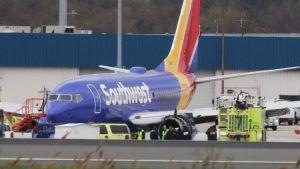 Det saknade fönstret syns på flygplanet efter nödlandningen på den internationella flygplatsen i Philadelphia.
