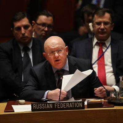 Rysslands FN-ambassadör Vasilij Nebenzia gick i rasande angrepp mot Storbritannien under säkerhetsrådets möte på torsdagen.