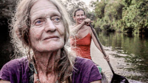 "Valerie ""Val"" Meikle och Clare Weiskopf i en kanot."
