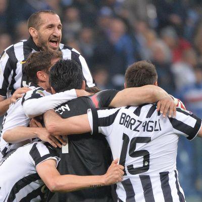 Juventus-spelarna firade mästerskapet på hemmaplan i helgen.