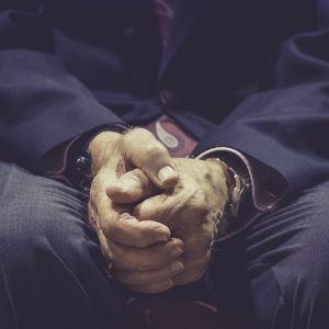 Vanhan miehen kädet