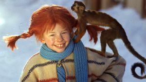 Inger Nilsson som Pippi Långstrump med sin apa