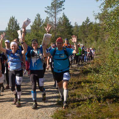 Team DA-design Tuula Nieminen, Sami Kuusi ja Marko Tasanen suuntasivat iloisin mielin kohti vuorokauden mittaista suunnistuskoitosta.