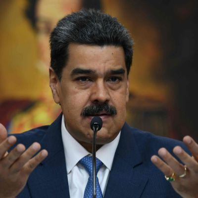 En montagebild med Maduro som gestikulerar med händerna och Pompeo.