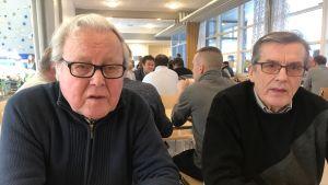Algot Kronqvist och Yngve Wikblom på skinnutställning i Munsalagården