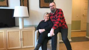 Marjo och Harri Höglund i sitt nya hotell
