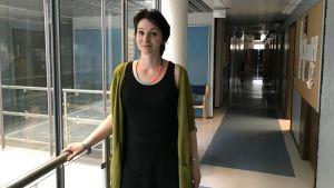Teresa Backas i en korridor på Yle.