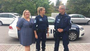 Tre poliser i Helsingfors.