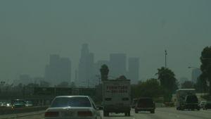 smog över motorväg