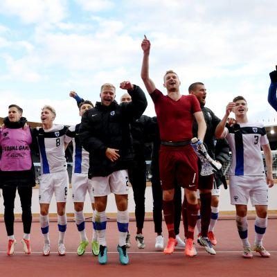 Finland firar seger i VM-kvalet i fotboll.