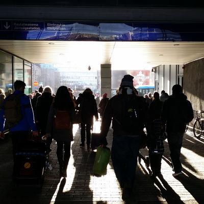 Människor på väg.