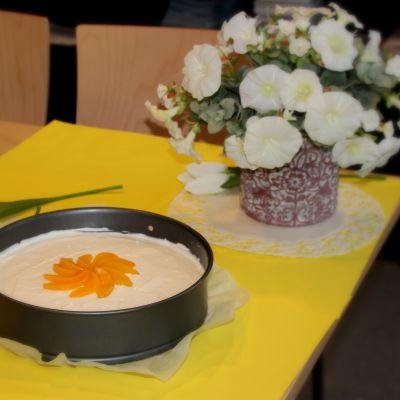 Persikkainen juustokakku