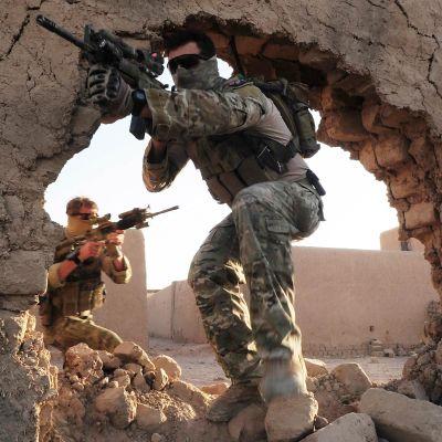 Australiska elitsoldater (medlemmar av specialstyrkorna SOTG) på patrull i Uruzgan, i centrala Afghanistan, i oktober 2010.