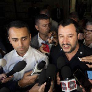 Italiens två vice premiärministrar Luigi Di Maio och Matteo Salvini på en arkivbild från den 9 oktober 2018.