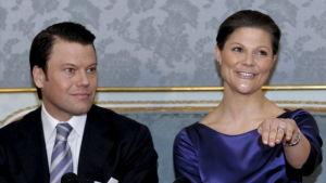 Kronprinsessan Victoria och prins Daniel kungjorde sin förlovning den 24 februari 2009.