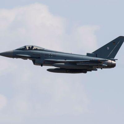 Eurofighter Typhoon -kone kuvattuna Norvenichin lentotukikohdan yllä Saksassa 7. huhtikuuta.