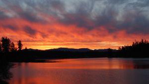 Solnedgång och sjö