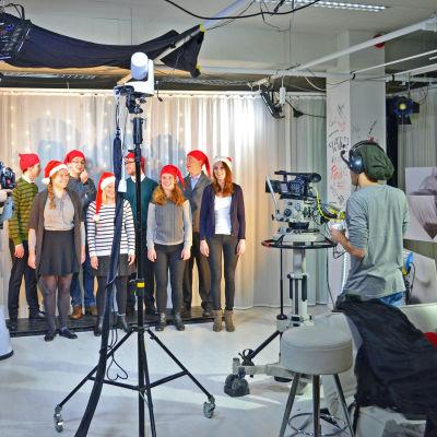 Kvartetter ur Akademen och Lyran sjunger de vackraste julsångerna.