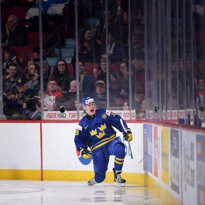 Alexander Nylander firar efter att ha gjort måk mot Finland i JVM.