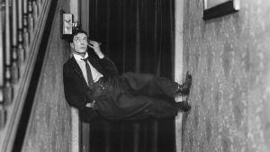 Buster Keaton elokuvassa Poliisit.