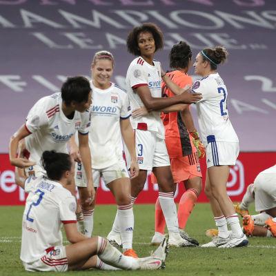 Lyon-spelarna firar semifinalseger.