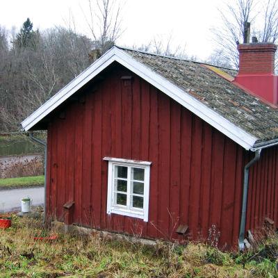 Röd bruksbostad i Fiskars.
