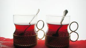 Två glas med glögg i
