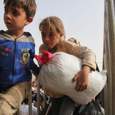 Syriska barn anländer till Jordaniens gräns i början av september 2015.