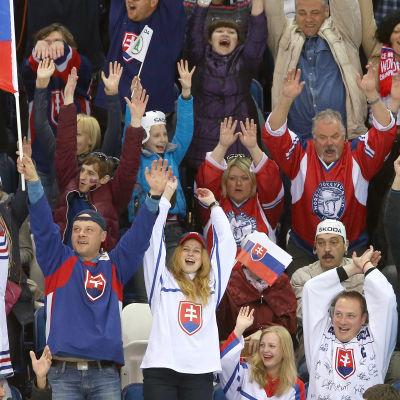 Slovakiens fans jublar