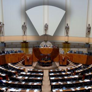 Riksdagens plenisal är platsen där Fennovoima röstats igenom