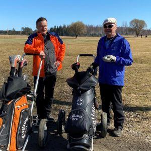 Aki Virolainen ja Timo Vellonen kiersivät Rantasalmen golfkentän noin 50 lyönnillä.