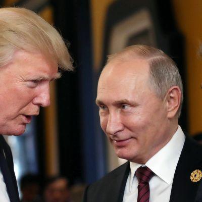 Yhdysvaltain presidentti Donald Trump ja Venäjän presidentti Vladimir Putin tapasivat lyhyesti Apec-talouskokouksessa Vietnamissa.