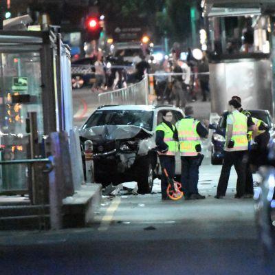 Det förstörda fordonet som användes för att plöja igenom en folkmassa i Melbourne 21 december 2017.
