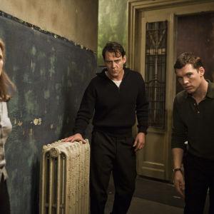 Jessica Chastain, Marton Csokas ja Sam Worthington elokuvassa The Debt – Velka