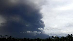 Vulkanen Soputan fick ett utbrott, tre dagar efter det förödande jordskalvet som drabbade Sulawesi