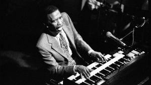 Jimmy Smith spelar Hammond-orgel