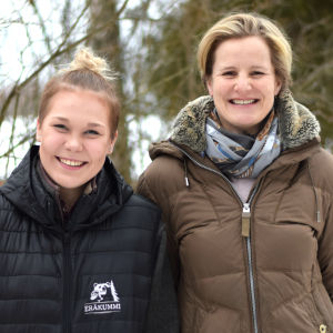 Två leende kvinnor. De heter Linda Lehtikangas och Madeleine Nyman.