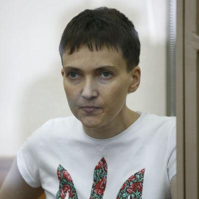 Den ukrainska militärpiloten Nadezdja Savtjenko i rätten i Rostov i mars 2016.