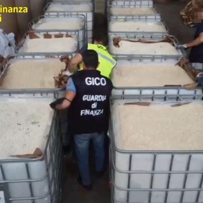 Amfetaminet var i tablettform. Det handlar om totalt 84 miljoner tabletter, som polisen i Neapel här tagit hand om.