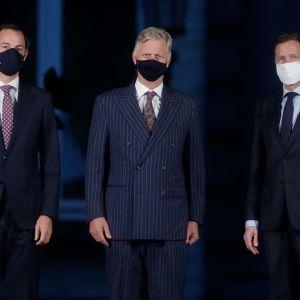 Partiledarna Alexander De Croo och Paul Magnette uppvaktade kung Philippe på måndagskvällen. Förhandlingarna om en ny regeringskoalition är på målrakan.