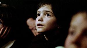 Mehiläispesän henki. Elokuva vuodelta 1973. Kuvassa Ana Torrent.